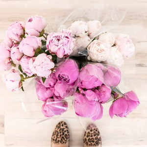 feng shui tip:  adding fresh flowers to your home can increase your luck!